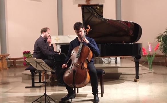 Victor Julien-Laferrière, violoncelle. J-Vitaud, piano. Lathuile. Août 2019