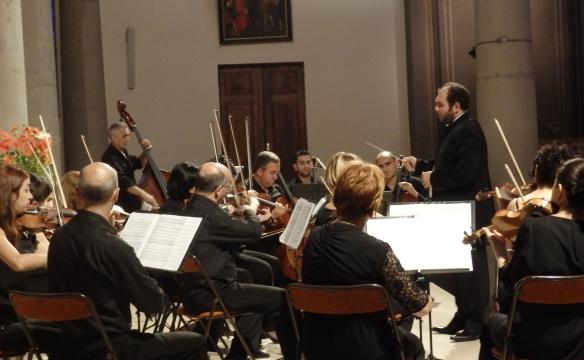 Vahan Mardirossian dirige l'orchestre national de chambre d'Arménie. Rumilly. Juil.2016